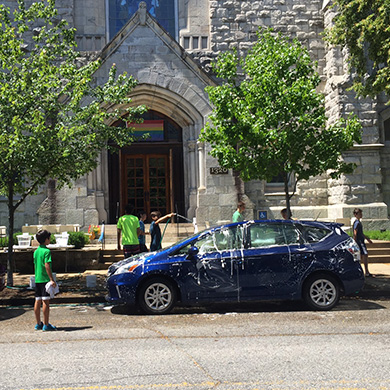 Brown Memorial youth wash cars in front of the church.